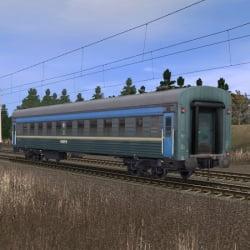 Зелёно-синий пассажирский плацкартный вагон 3